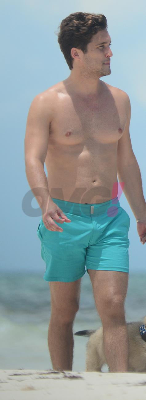 Diego Boneta en la playa