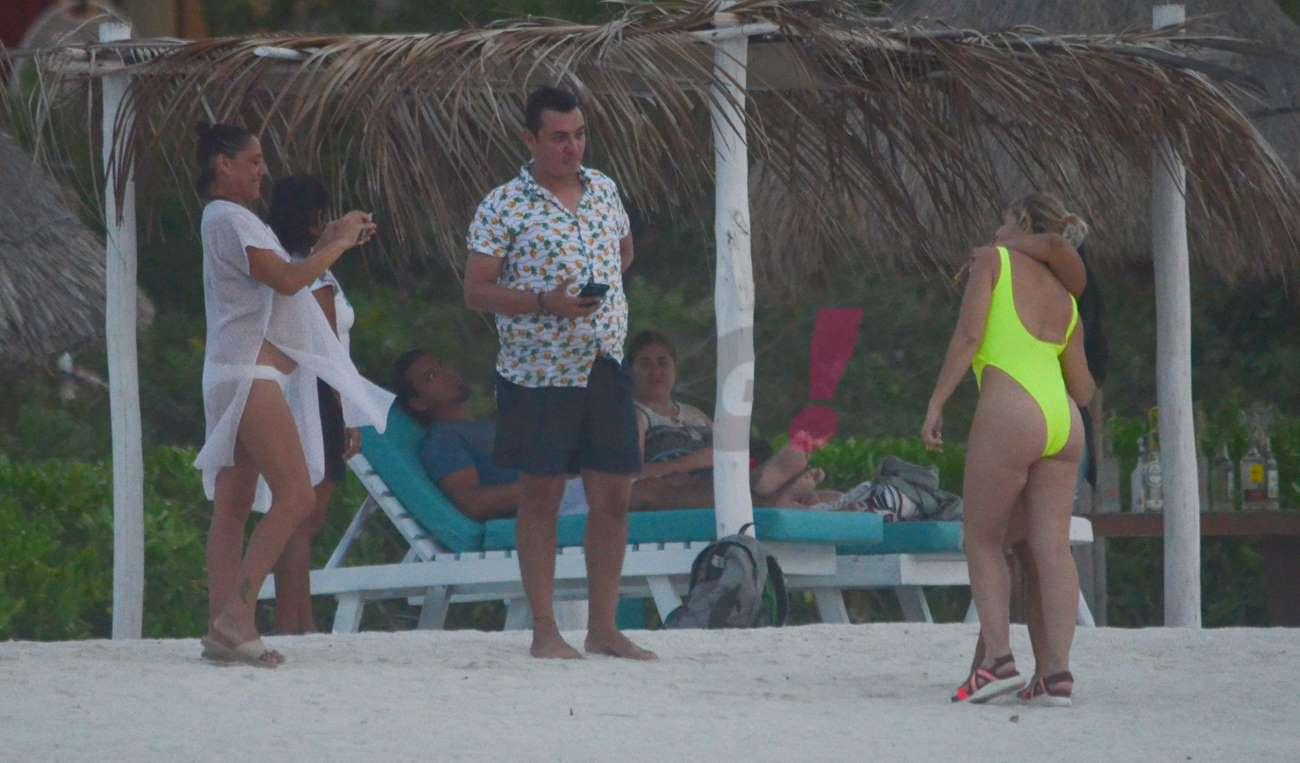 Itatití Cantoral en la playa
