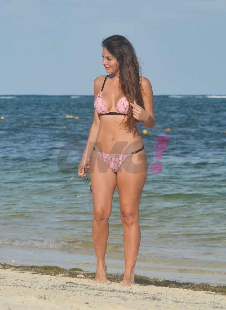 Vanesa Arias en bikini en Puerto Morelos